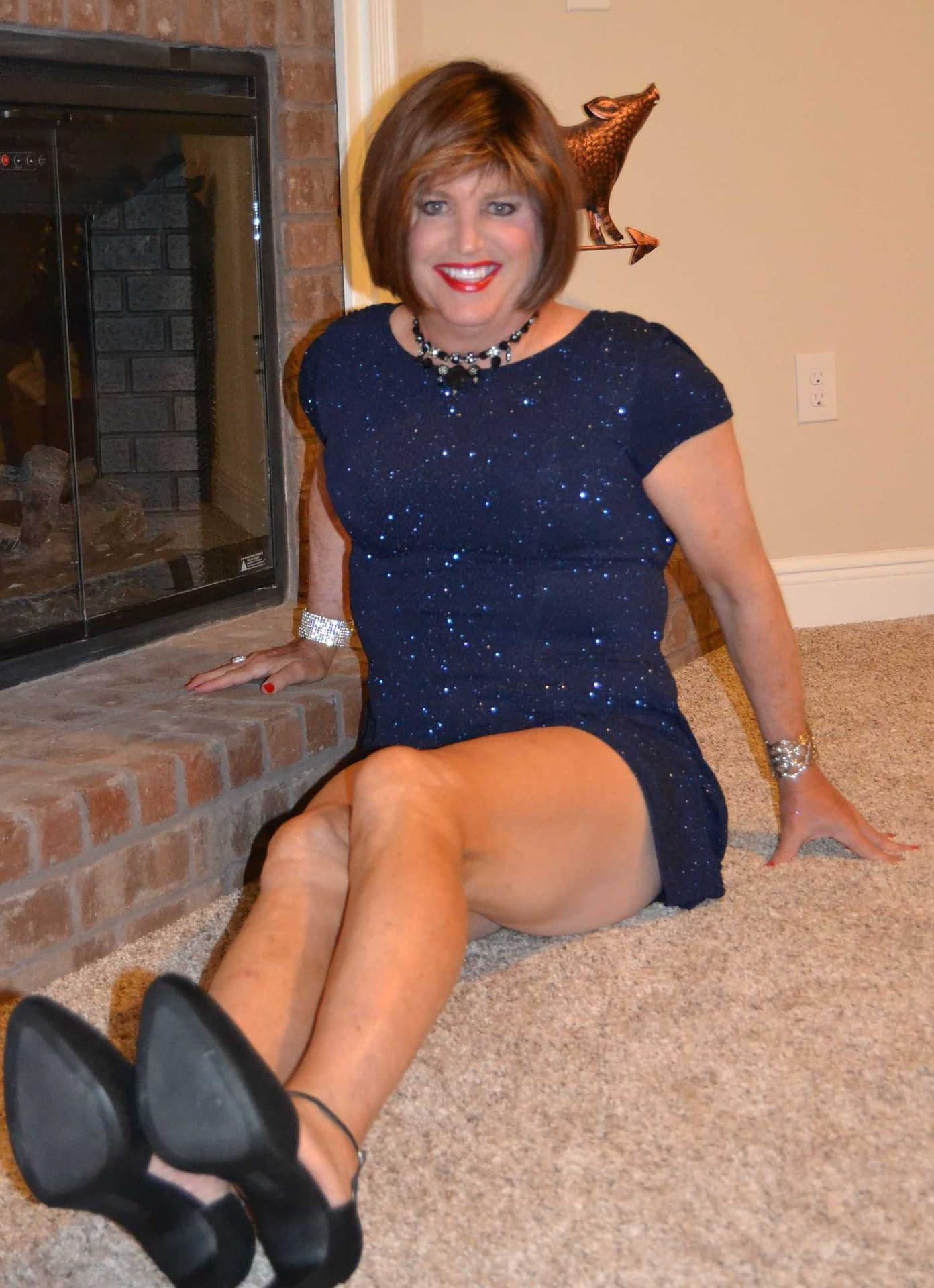 Scarlett Loves Wearing Sparkly Dresses!