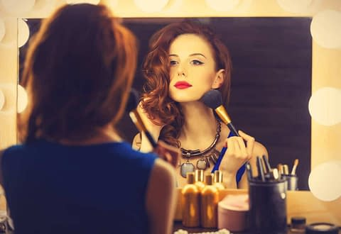 4 Essential Makeup Tips for Crossdressers