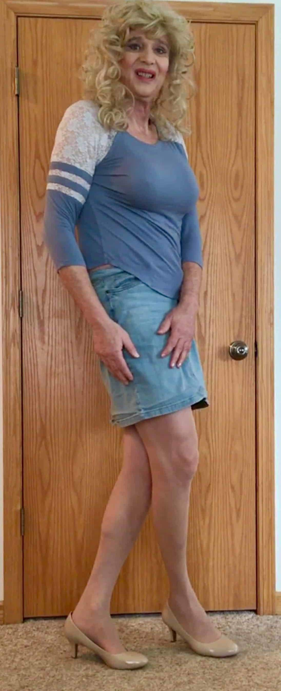 Blue jean skirt with pantyhose and heels