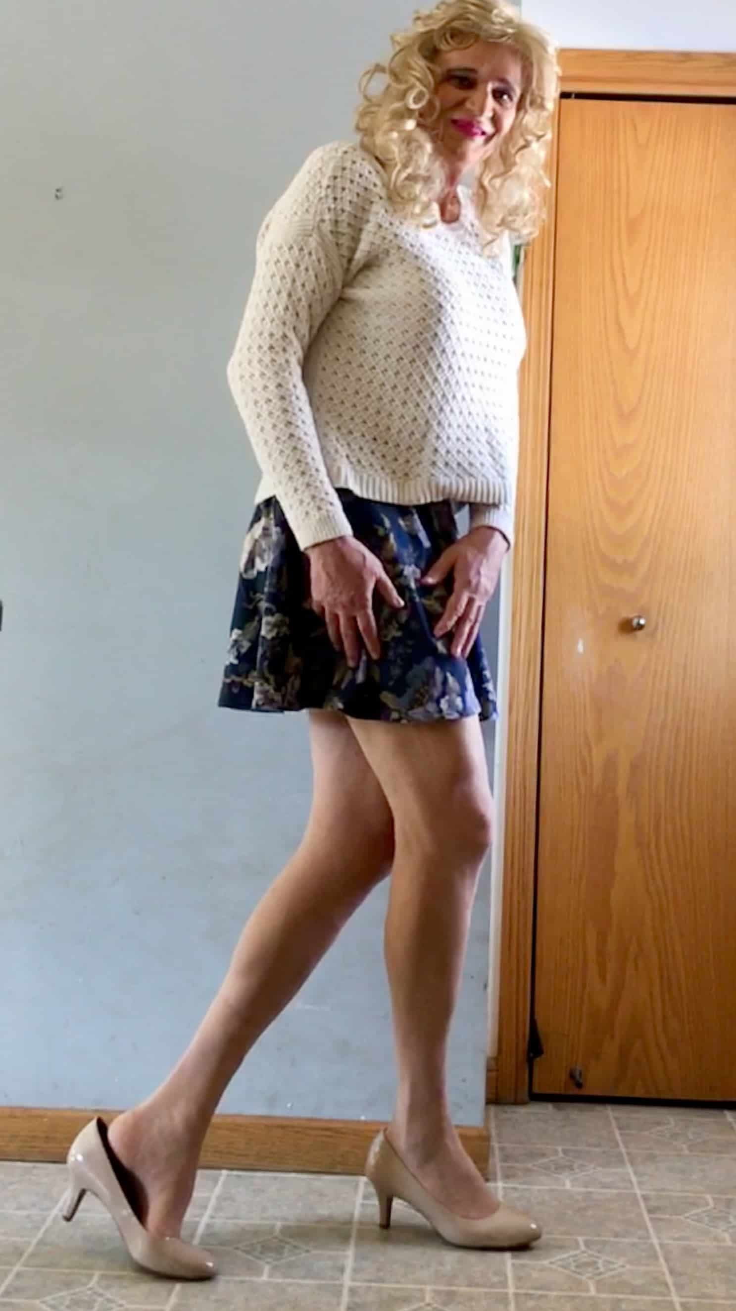 Skirt with heels and pantyhose