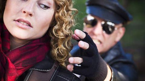 Crossdressers - Beware the dangers on the Internet