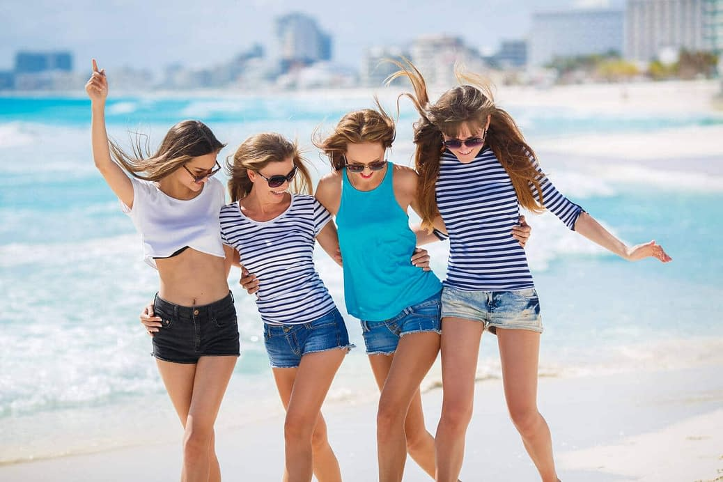 Crossdresser vacation on the beach
