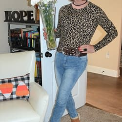 Long Sleeved Leopard Tops Are Cool During The Fall!