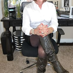 Scarlett Loves Leather Boots And Leather Skirts And Tights!