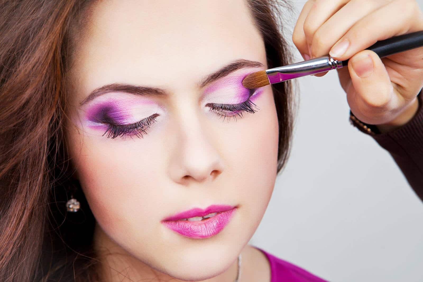 Crossdressing Makeup Gets Professional – Crossdresser Heaven