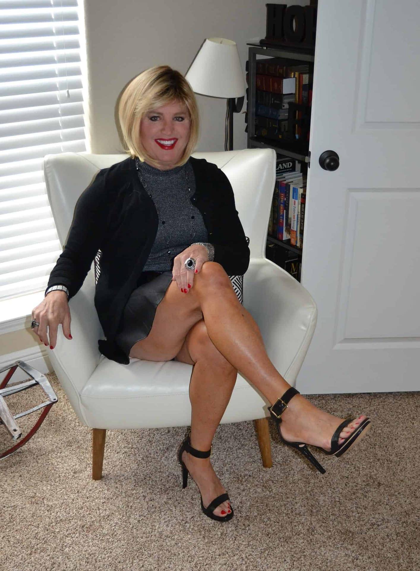 Scarlett Loves Showing Off Her Legs….